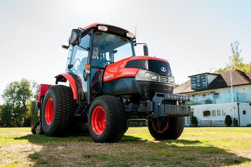 L2421 Kubota compact tractor