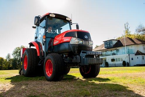 L2501 Kubota compact tractor